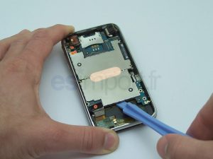 SOULEVER CARTE MERE IPHONE 3G