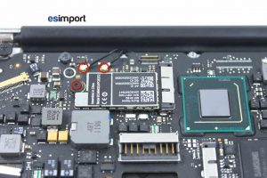 01-DECONNECTER-ANTENNES-WIFI-BLUETOOTH-DEVISSER-VIS-CARTE-AIRPORT-MACBOOK-AIR-11P-A1370-MI-2011
