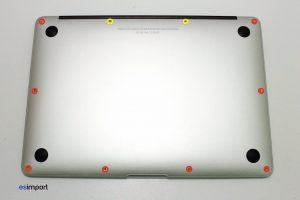 01 DEMONTAGE COUVERCLE DE FOND MACBOOK AIR A1466 MI 2013