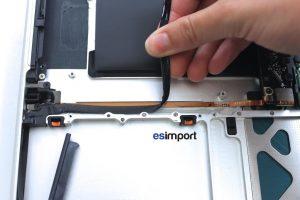 changement du câble disque dur sur un MacBook A1286 2008 - 02-DECOLLER-ET-RETIRER-CABLE-DISQUE-DUR-MACBOOK-15P-A1286-MODELE-2008