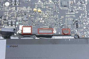 02-DECONNECTER-TRACKPAD-CLAVIER-INDICATEUR-CHARGE-BATTERIE-MACBOOK-PRO-15P-A1286-DEBUT-2011