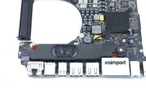 changement du haut-parleur gauche sur un MacBook A1286 2011 - 02-devisser-2-vis-de-maintien-hp-gauche-macbook-pro-15p-a1286-debut-2011
