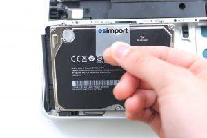 changement du disque dur sur un MacBook A1286 2008 - 02-SORTIR-DISQUE-DUR-MACBOOK-15P-A1286-MODELE-2008