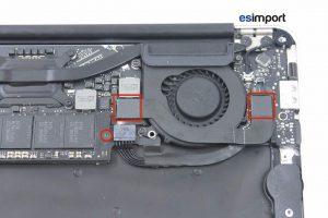 03-ENLEVER-NAPPE-DE-LIAISON-DEVISSER-VIS-SSD-MACBOOK-AIR-11P-A1370-MI-2011