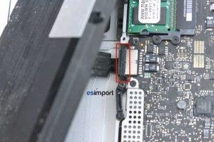 04 DECONNECTER BATTERIE MACBOOK 15P A1286 MI 2010