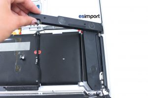 Changement des haut-parleurs sur un MacBook A1297 - 04-SORTIR-HAUT-PARLEURS-MACBOOK-PRO-A1297-DEBUT-2011