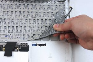 Changement du clavier sur un MacBook A1370 2011 - 05-ARRACHER-CLAVIER-MACBOOK-AIR-11P-A1370-MI-2011
