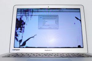 1 MACBOOK AIR 13 POUCES ECRAN CASSE