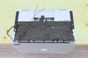 10 MACBOOK AIR DEMONTAGE SUR TABLE