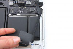 Changement des haut-parleurs sur un MacBook A1502 2013 - 10 RETIRER BLOC HAUT PARLEUR DROIT MACBOOK RETINA A1502 FIN 2013