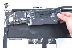 Démontage de la carte-mère sur un MacBook A1465 2013 - 11-RETIRER-CARTE-MERE-MACBOOK-AIR-11P-A1465-MI-2013