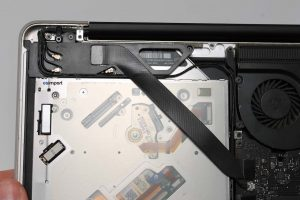 12 REMONTAGE CABLE MACBOOK PRO 15 UNIBODY