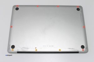 2-DEMONTAGE-COUVERCLE-DE-FOND-MACBOOK-A1286-1024x682