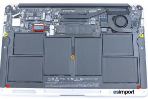 2-ENLEVER-5-VIS-BATTERIE-ET-DECONNECTER-BATTERIE-MACBOOK-AIR-11P-A1465-MI-2013