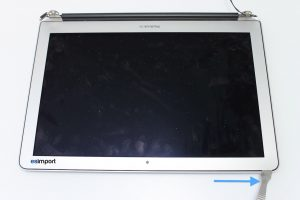 8 DEMONTAGE BEZEL ECRAN MACBOOK AIR A1369