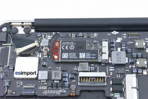 8-ENLEVER-VIS-CARTE-AIRPORT-DECONECTER-ANTENNE-SORTIR-LA-CARTE-MACBOOK-AIR-11P-A1465-MI-2013