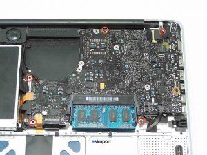 démontage de la carte-mère sur un MacBook A1278 2008 - CARTE MERE MACBOOK VIS