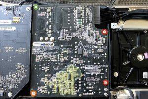 Changement du bloc alimentation sur un iMac 27 2010 - 01-retirer-4-vis-torx-9-bloc-alimentation-imac-27-pouces-a1312-mi-2010