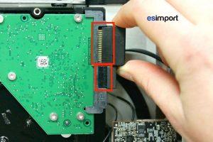 02-deconnecter-alimentation-et-sata-disque-dur-imac-27-a1312-mi-2011
