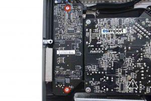 Changement de la carte rétro-éclairage sur un iMac A1311 2009 - 02-DEVISSER-2-VIS-TORX-9-CARTE-RETRO-ECLAIRAGE-IMAC-21.5P-A1311-FIN-2009