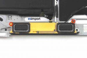 Changement du haut-parleur droit sur un MacBook A1532 2015 - 03 DEVISSER 2 VIS TORX 4 BLOC HAUT PARLEUR MACBOOK 12 POUCES A1532