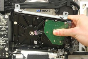 Changement du disque dur sur un iMac A1312 2011 - 03-retirer-disque-dur-chassis-imac-27-a1312-mi-2011