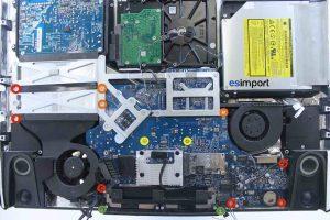 Démontage de la carte-mère sur un iMac A1224 - 07-DEVISSER-13-VIS-TORX-9-CARTE-MERE-IMAC-20P-A1224
