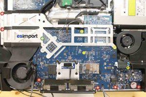 Démontage de la carte-mère sur un iMac A1225 - 10-devisser-11-vis-carte-mere-imac-a1225