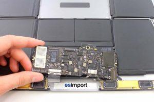démontage de la carte-mère sur un MacBook A1532 2015 - 12 RETIRER CARTE MERE MACBOOK 12 POUCES A1532