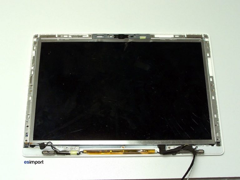 7-LCD-MACBOOK-APPLE-768x576.jpg
